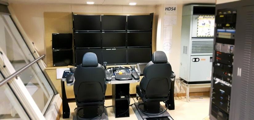 EDT Hercules - Starboard Side Control Suite